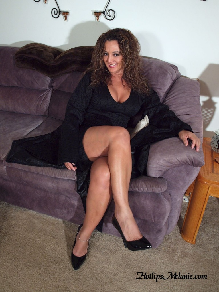 Hotlips Melanie, the Latina pornster and Milf, shows of her sexy legs in high heels
