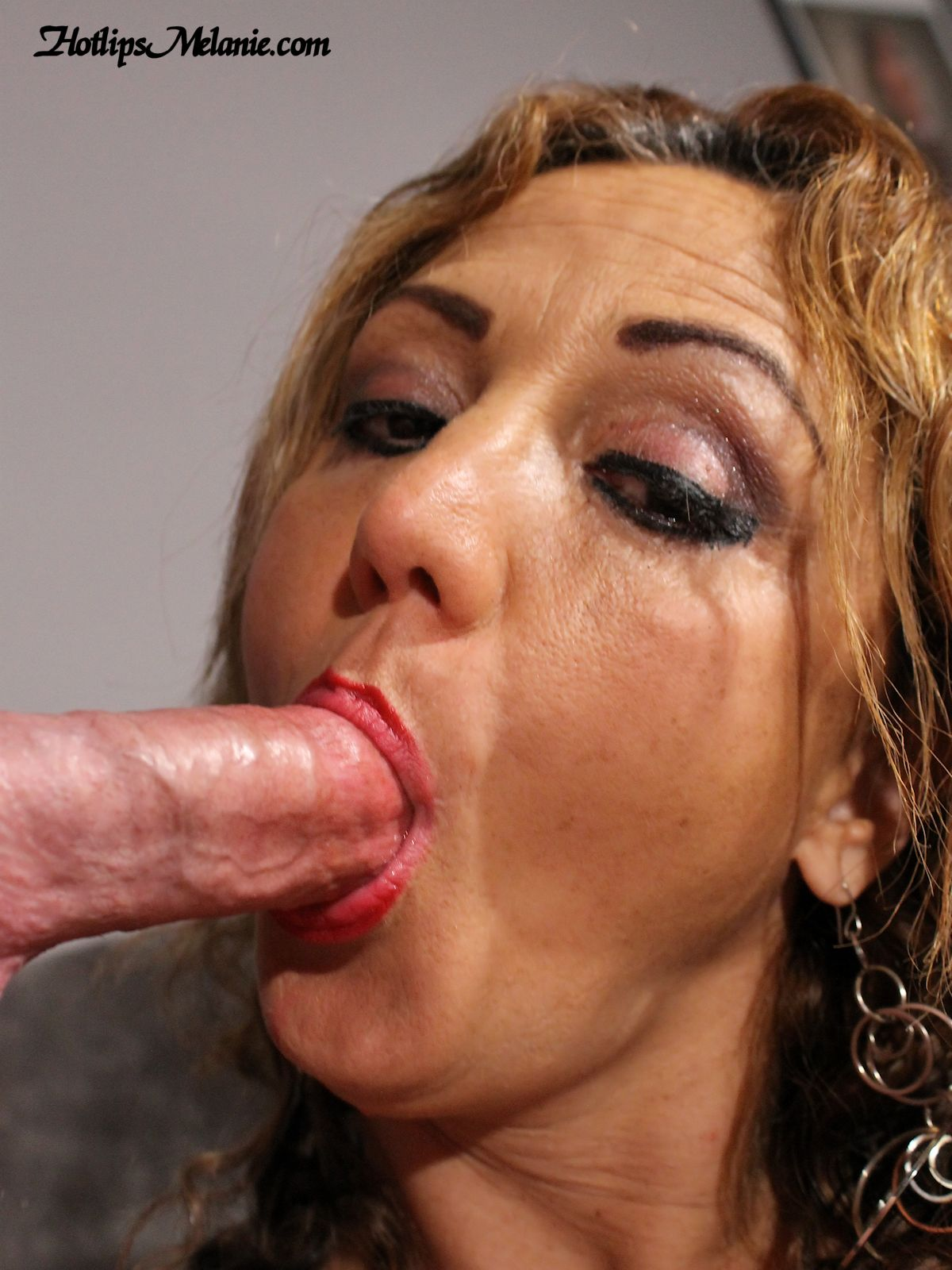 Sucking cum from cock
