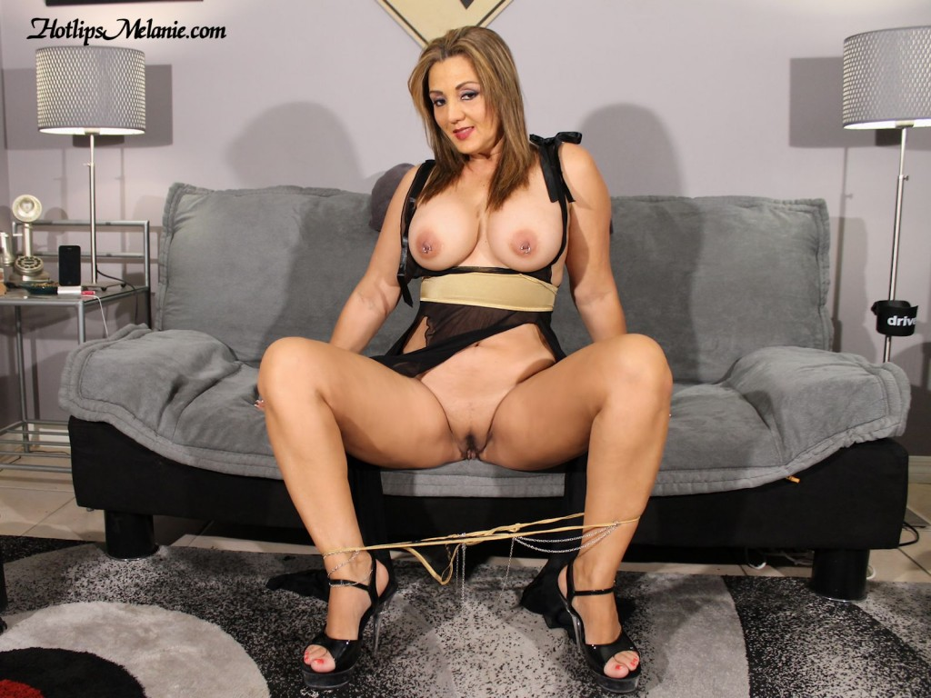 Latina milf spreads legs in high heels before giving head.